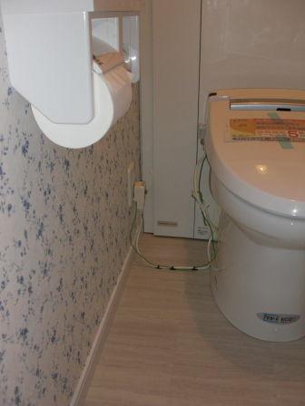 トイレコンセント壁横