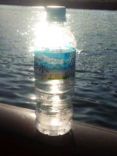 1103-6川とボトル