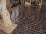 リビング床暖房パネル工事