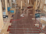 床暖房パネル工事中