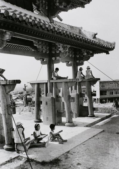 大竹昭子のエッセイ「迷走写真館〜一枚の写真に目を凝らす」第94回