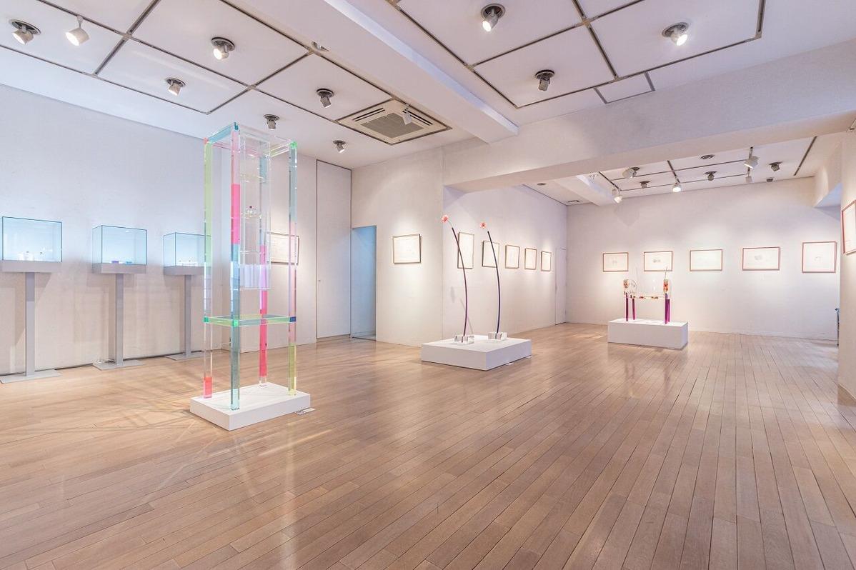 堀江敏幸「かぎりなく喪失を所有する薔薇——倉俣史朗展」