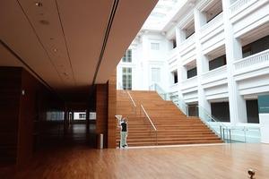 浜田ナショナルG階段ヨコ