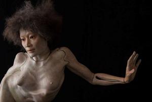 金平茂紀「井桁裕子展をみて〜片脚で屹立する意志の美しさ」