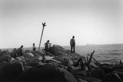 大竹昭子のエッセイ「迷走写真館〜一枚の写真に目を凝らす」第104回