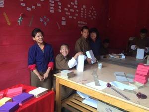 伝統工芸に取り組む子供達3