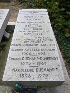 図22-7 デュシャン家族の墓