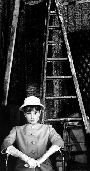 A086-AH-on-set-with-ladder