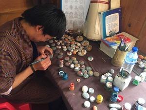 伝統工芸に取り組む子供達2