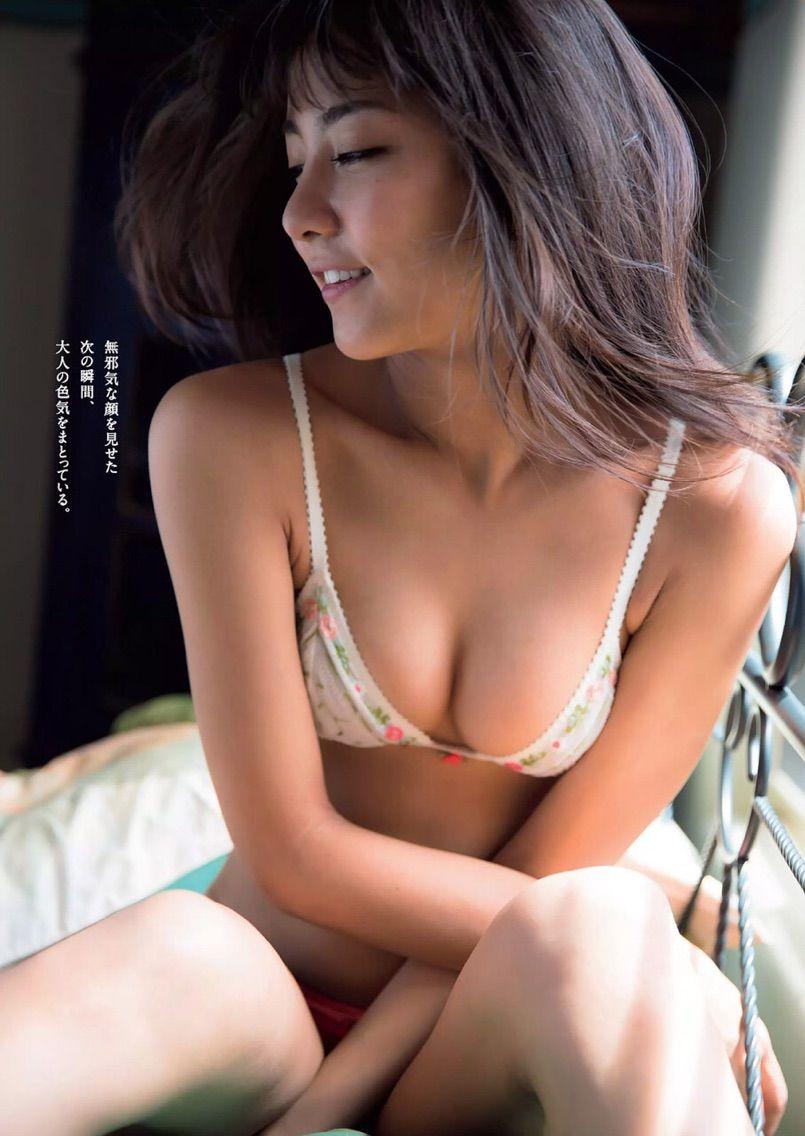 石川恋さんのインナー姿