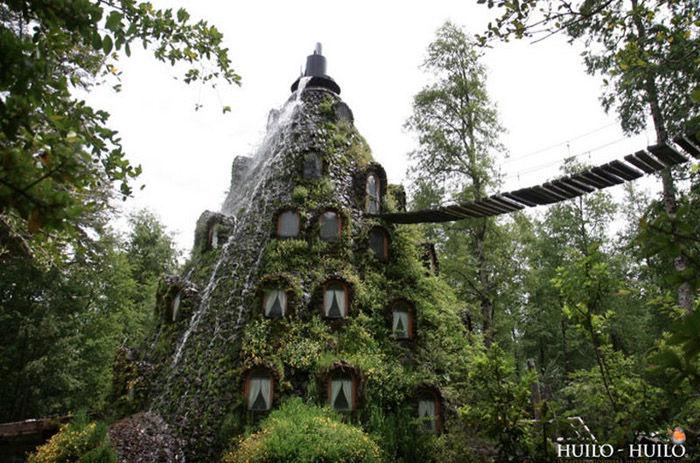 incredible_magic_mountain_like_chilean_hotel_01