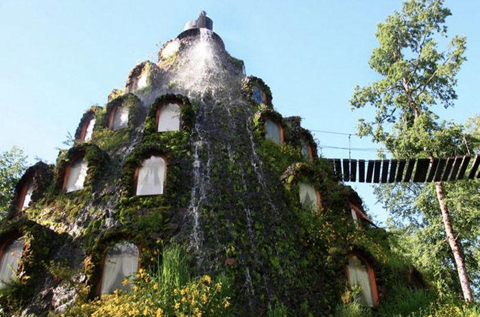 incredible_magic_mountain_like_chilean_hotel_11