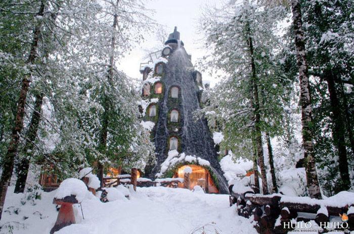 incredible_magic_mountain_like_chilean_hotel_05