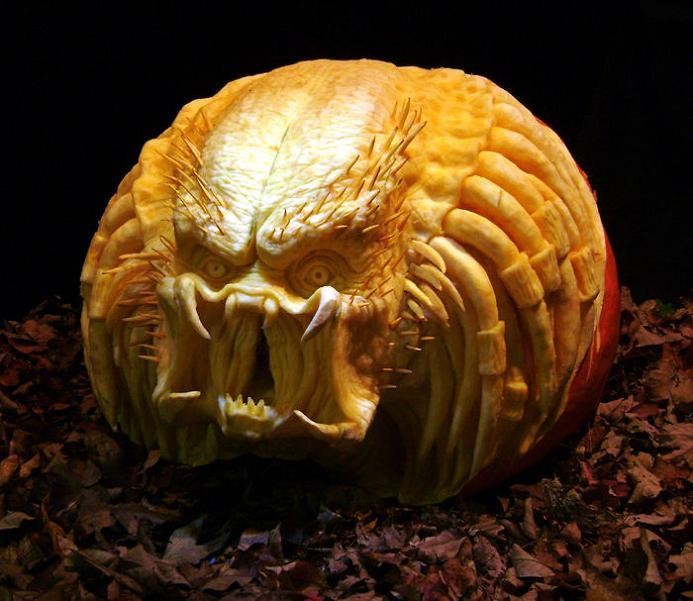predator-pumpkin-carving
