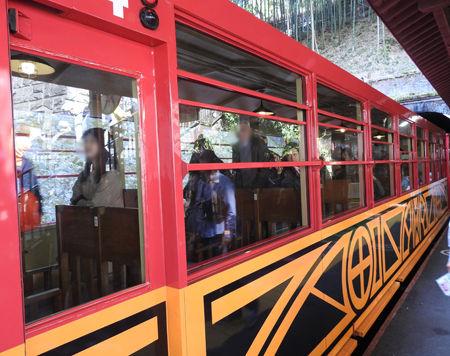 0嵐山駅列車400