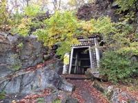 銀山坑道入口