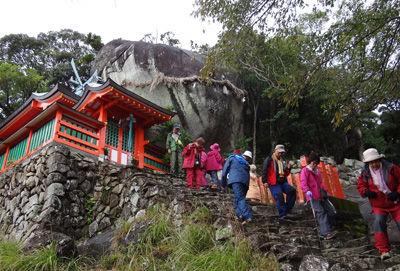 0神倉神社とゴトビキ岩400