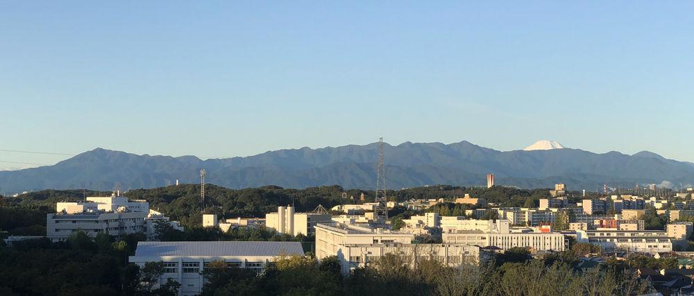 0丹沢山系と富士山1001
