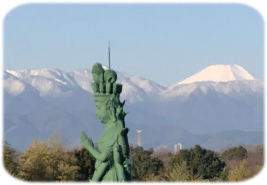 東光寺仏像と富士山550