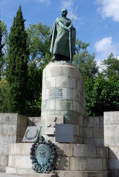 0初代ポルトガル国王アフォンソ・エンリケス像400