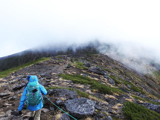 0硫黄岳山頂を目指して650