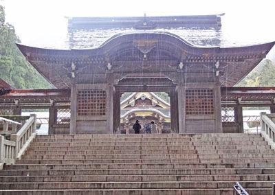 2弥彦神社山門400