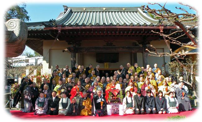 寺院全員記念撮影650
