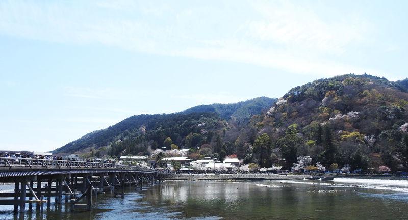 0渡月橋と桂川800