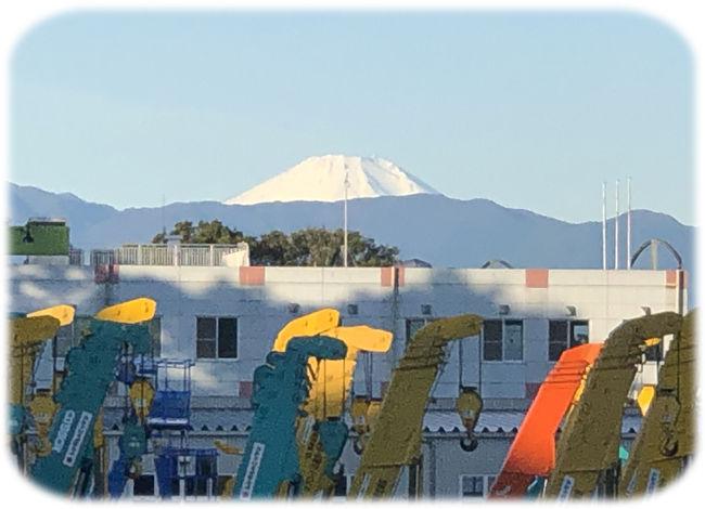 0富士山と高所作業車650