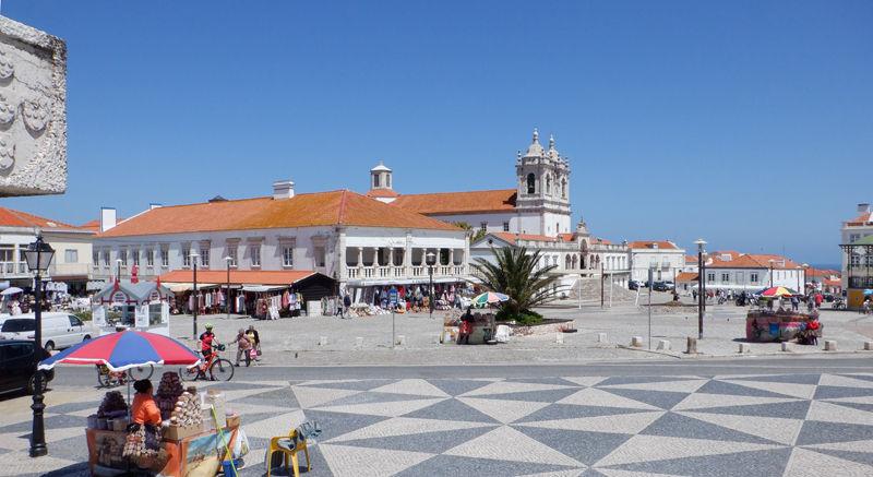 0岸壁上の広場ノッサ・セニョウーラ・タ・ナザレ教会800