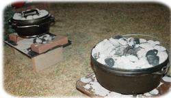 調理中のダッチオーブン2台