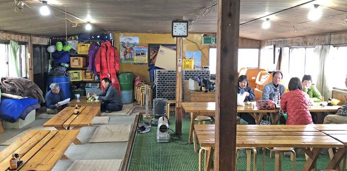 0赤岳天望荘休憩室700