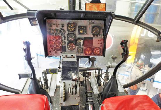 0操縦席550