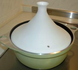 タジン鍋を加熱中(IH)