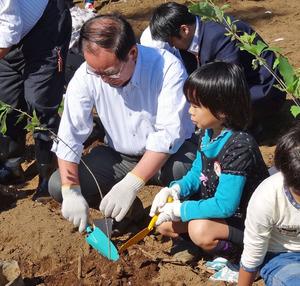 市長の植樹1