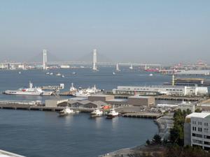 ベイブリッジと海上保安庁・巡視艇