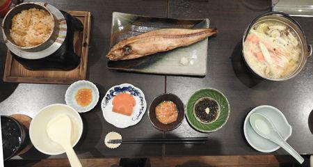 夕食 ウニ釜飯500