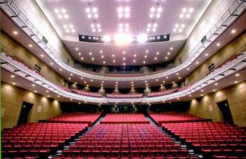 音大オペラホール