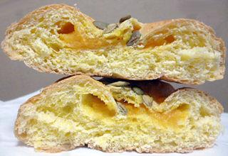 かぼちゃのパン<万次郎かぼちゃ入りクリーム>