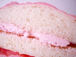 粒いちごメロンパン