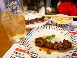 お昼から手軽に立ち飲みで肉!「肉のヤマキ商店」@大阪十三