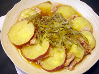 サツマイモと豚ばら肉の蒸しもの