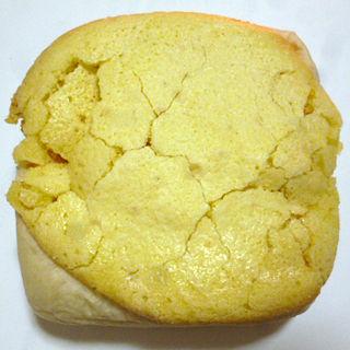 カスタードを包んだマカロン風パン