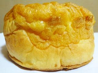 シューアラモード<レアチーズ風味ホイップ&ブルーベリージャム>