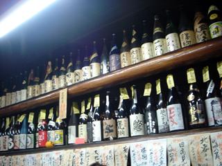 0223稲田酒店酒瓶ズラリ