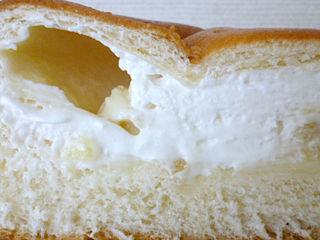 パイン入りクリーム&ホイップパン