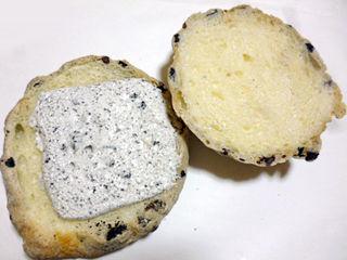 クッキークリームメロンパン