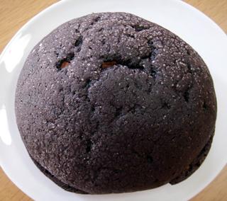 忍の黒いメロンパン