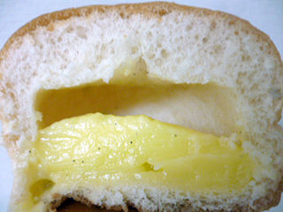 たっぷりクリームパン
