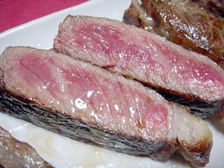 ぶ厚いステーキ